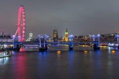 Skyline de Londres na noite Imagem de Stock Royalty Free
