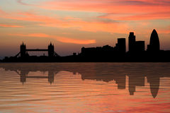 Skyline de Londres no por do sol Imagens de Stock Royalty Free
