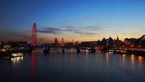 Skyline de Londres, opinião da noite Fotos de Stock Royalty Free