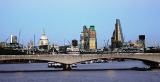 Skyline de Londres, ponte de Waterloo Foto de Stock Royalty Free