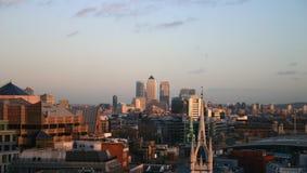 Skyline de Londres que olha a Warf amarelo Fotografia de Stock