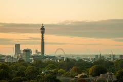 Skyline de Londres vista do monte da prímula Foto de Stock Royalty Free