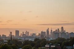 Skyline de Londres vista do monte da prímula Imagem de Stock Royalty Free