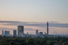 Skyline de Londres vista do monte da prímula Fotografia de Stock Royalty Free