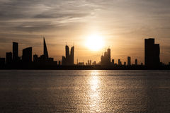 Skyline de Manama no por do sol, Barém Foto de Stock