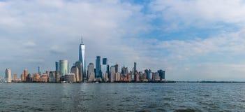 Skyline de Manhattan do centro sobre Hudson River imagem de stock