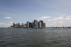 Skyline de Manhattan, do East River fotografia de stock