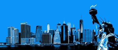 Skyline de Manhattan e a estátua de liberdade imagens de stock royalty free