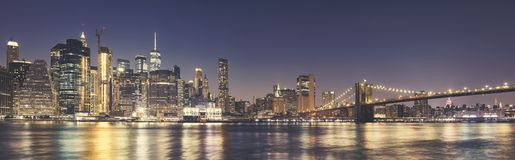 Skyline de Manhattan e a ponte de Brooklyn na noite Imagem de Stock Royalty Free