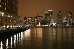 Skyline de Manhattan em a noite fotografia de stock royalty free