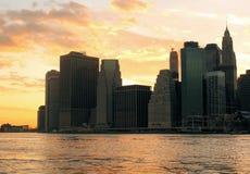 Skyline de Manhattan na noite fotografia de stock