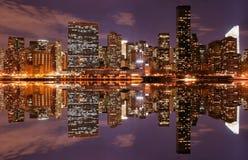 Skyline de Manhattan na noite Imagem de Stock