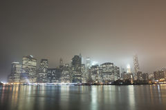 Skyline de Manhattan na noite Foto de Stock Royalty Free