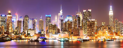 Skyline de Manhattan na noite Imagem de Stock Royalty Free