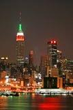 Skyline de Manhattan na Noite de Natal Imagens de Stock Royalty Free
