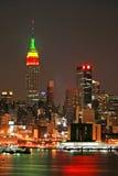 Skyline de Manhattan na Noite de Natal imagem de stock royalty free