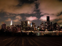 Skyline de Manhattan New York na noite foto de stock royalty free