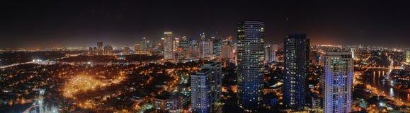Skyline de Manila na noite Fotografia de Stock