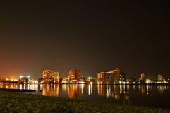 Skyline de Maroochy na noite fotos de stock