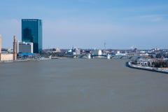 Skyline de Maumee RiverToledo Imagens de Stock
