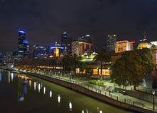 Skyline de Melbourne na noite em Austrália Imagens de Stock Royalty Free