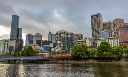 Skyline de Melbourne Uma vista do rio de Yarra Fotos de Stock