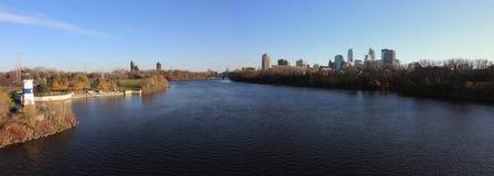 Skyline de Minneapolis da ilha do crescimento Imagem de Stock Royalty Free