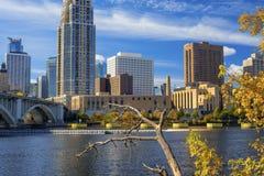 Skyline de Minneapolis, quedas de anthony de Saint fotografia de stock royalty free