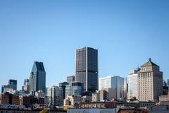 Skyline de Montreal, com as construções icónicas do Montreal velho Vieux Montreal e os arranha-céus do negócio de CBD tomados do  foto de stock