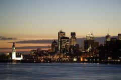 Skyline de Montreal do centro na noite, fotografia de stock royalty free