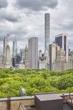 Skyline de New York City com nuvens tormentosos, EUA Imagens de Stock