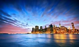 Skyline de New York no crepúsculo Imagens de Stock Royalty Free