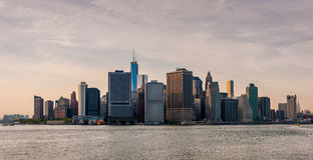 A skyline de New York no por do sol Imagens de Stock
