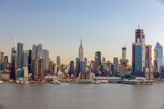 SKYLINE de NYC no tempo do dia Fotos de Stock Royalty Free