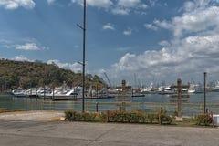 Skyline de Panam? da cidade do porto da ilha do perico na cal?ada de Amador foto de stock royalty free