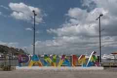 Skyline de Panam? da cidade do porto da ilha do perico na cal?ada de Amador imagem de stock
