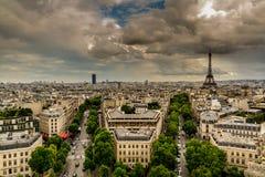 Skyline de Paris no por do sol de Arc de Triomphe Fotografia de Stock Royalty Free