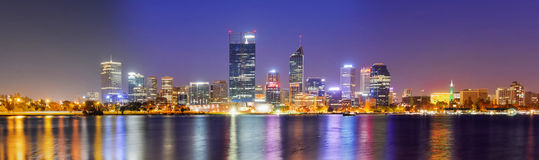 Skyline de Perth na noite Foto de Stock Royalty Free