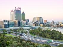 Skyline de Perth no crepúsculo Fotografia de Stock Royalty Free