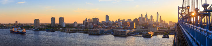 Skyline de Philadelphfia no por do sol Fotos de Stock
