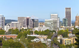 Skyline de Portland Oregon com capa do Mt. Foto de Stock Royalty Free