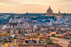 Skyline de Roma com St Peter Cathedral, Roma, Itália imagem de stock royalty free