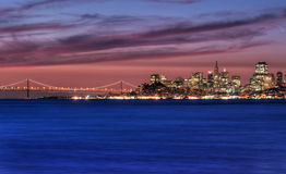 Skyline de San Francisco, Califórnia no nascer do sol imagens de stock royalty free