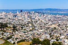 Skyline de San Francisco dos picos gêmeos em Califórnia Foto de Stock