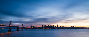Skyline de San Francisco no por do sol imagem de stock