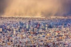 Skyline de Sapporo, Japão no inverno imagens de stock