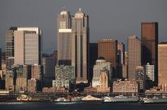 Skyline de Seattle com porto Fotografia de Stock Royalty Free