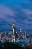 Skyline de Seattle, do monte da rainha Anne Imagens de Stock Royalty Free