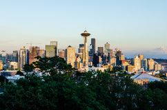 Skyline de Seattle na noite imagem de stock royalty free