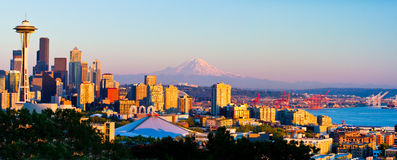 Skyline de Seattle no por do sol Imagens de Stock Royalty Free